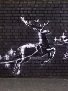 [Video] Nuevo mural de grafitero Banksy denuncia situación de indigentes en Navidad