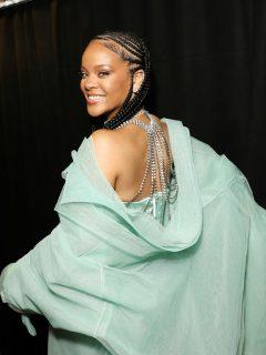 Rihanna pone ritmo latino a su día con baile de 'Suavemente', de Elvis Crespo