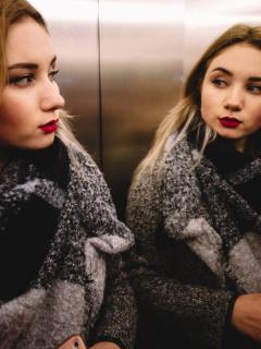 ¿Por qué hay espejos en los ascensores? Estas son las 3 razones