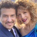 Carlos Montoya, locutor, y Paula Barreto, actriz.