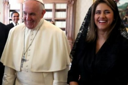 Papa Francisco y María Juliana Ruiz