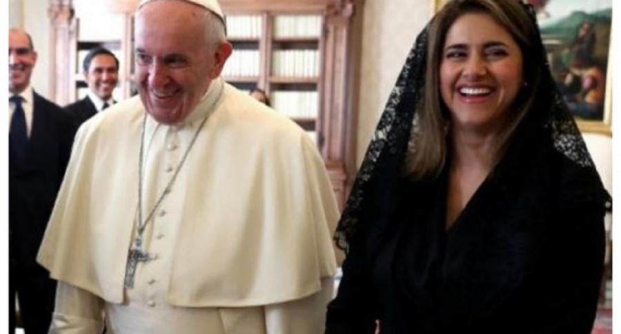 Papa Francisco y María Juliana Ruiz