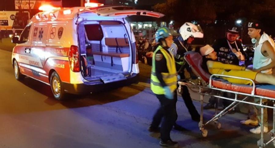 Cuerpos de socorro atienden a los heridos