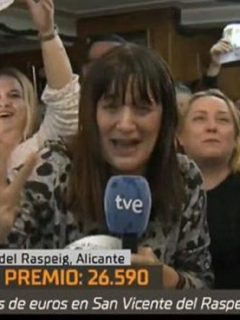 [Video] Periodista enloquece en plena transmisión al enterarse que se ganó la lotería