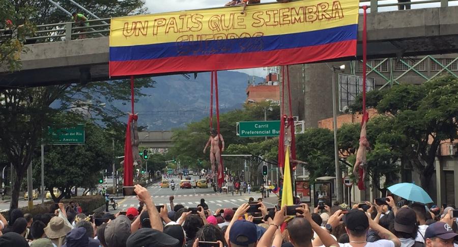 Performance 'Un país que siembra cuerpos'.