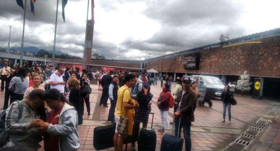 Evacuaron Terminal de Transportes de Bogotá por fuerte temblor.