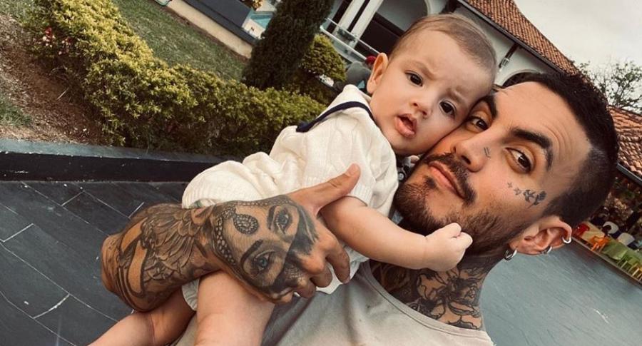 Mateo Carvajal, ganador del 'Desafío' 2017, con su hijo, Salvador.