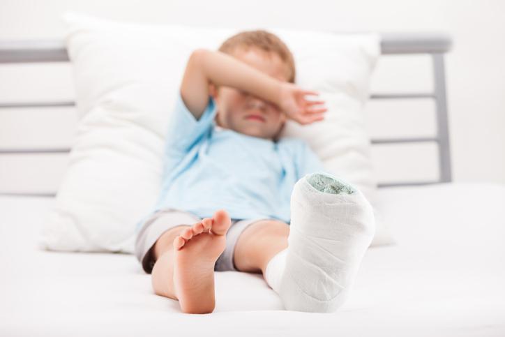 Pierna enyesada niño hospital