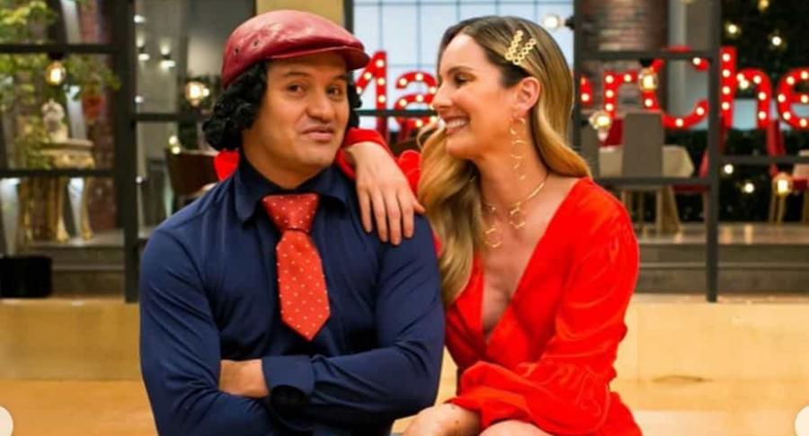 Hassam, humorista, con Claudia Bahamón, presentadora.