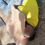 Hombre asesinado cubierto con cartel