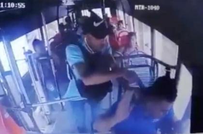 Ladrón en bus de Barranquilla.