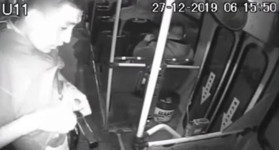 Ladrón en un bus.