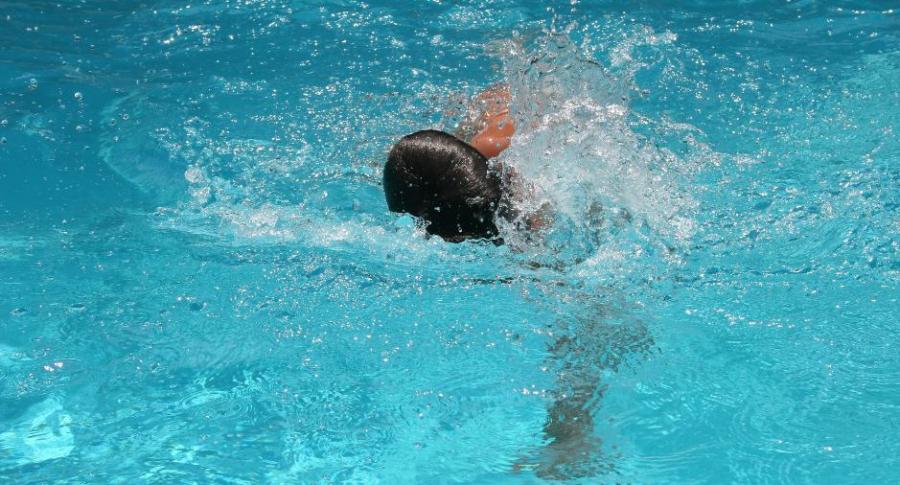 Niño ahogado en piscina.
