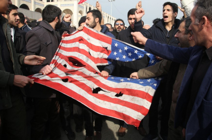 Manifestantes antiestadounidenses