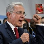 Álvaro Uribe, expresidente y senador, y Juan Guillermo Monsalve, confeso paramilitar.