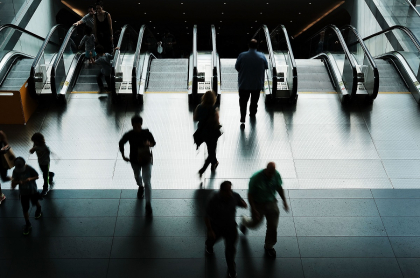 Personas en metro de Nueva York