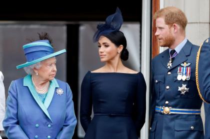 Reina Isabel II, MEghan Markle y el príncipe Harry.