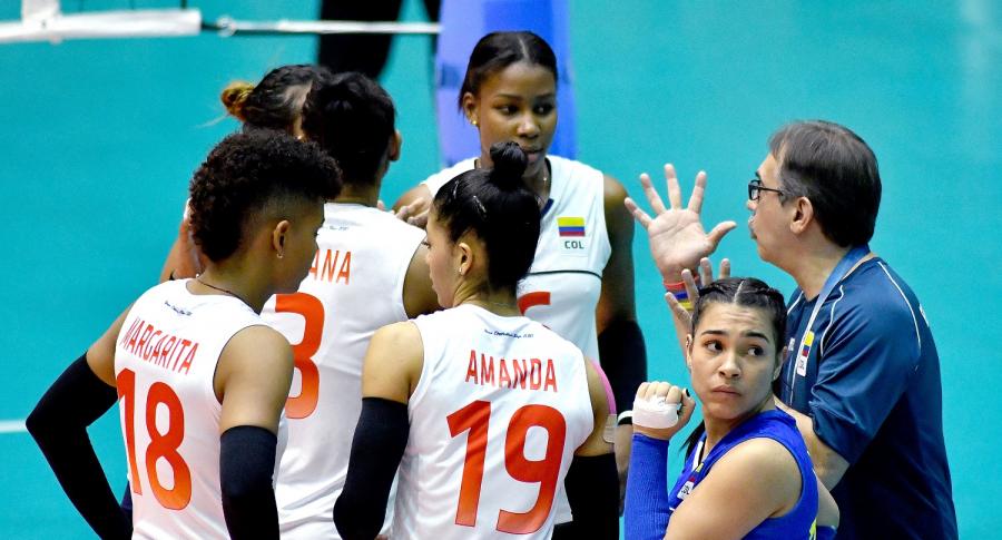 Antonio Rizola y equipo de voleibol