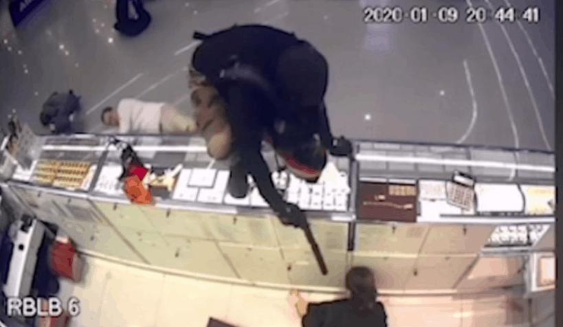 ladrón que mató a bebé y 2 adultos en tailandia