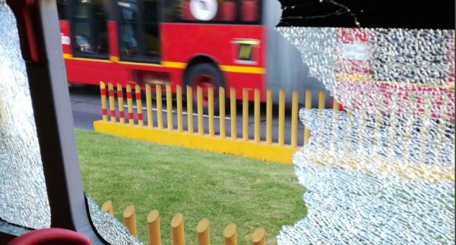Bus de Transmilenio accidentado