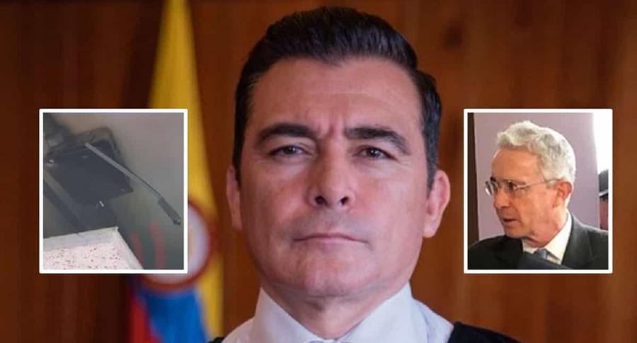 Micrófono, magistrado César Reyes y Álvaro Uribe