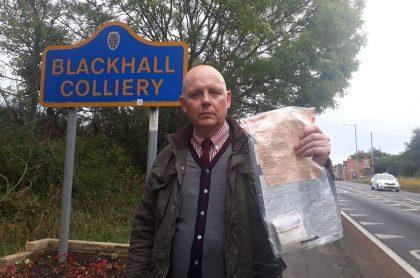 Policía con paquete (Blackhall Colliery)