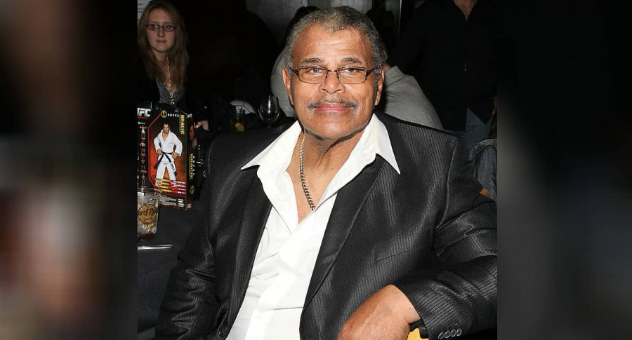Papá del actor Dwayne Johnson.