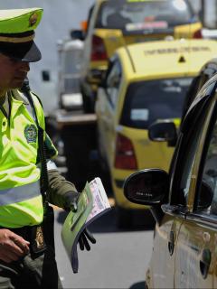 El servicio ilegal que taxistas 'pillos' están prestando y por el que los sancionarían