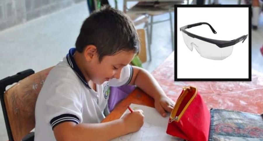 Niño en clases.