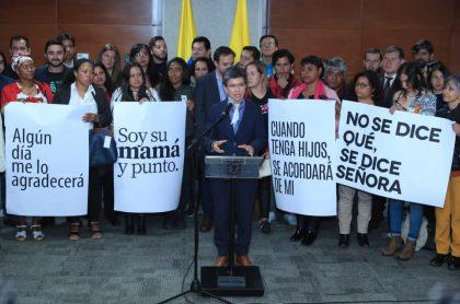 Claudia López y madres gestoras de convivencia