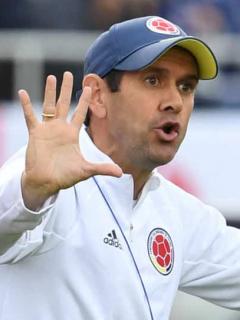 """Burro, burro"": gritos a Arturo Reyes por cambio que hizo ante Argentina en Preolímpico"