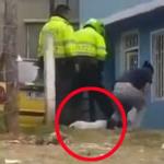 Policías maltratan a perro.