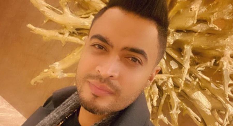 Jhon Alex Castaño, cantante de música popular.