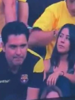 [Video] ¿Son amantes? Reacción de pareja grabada besándose en el estadio se hace viral