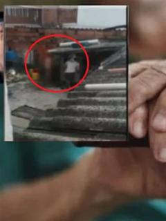 [Video] Cruel maltrato de hombre a su mamá: la baña desnuda con agua fría en el patio
