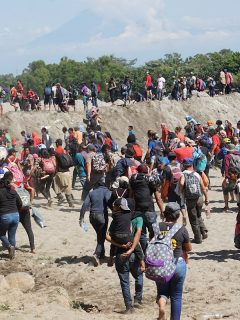 México le cierra puerta a migrantes y estos intentan cruzar frontera ilegalmente