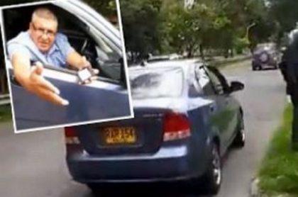 Carro de supuestos policías