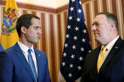 Juan Guaidó y Mike Pompeo