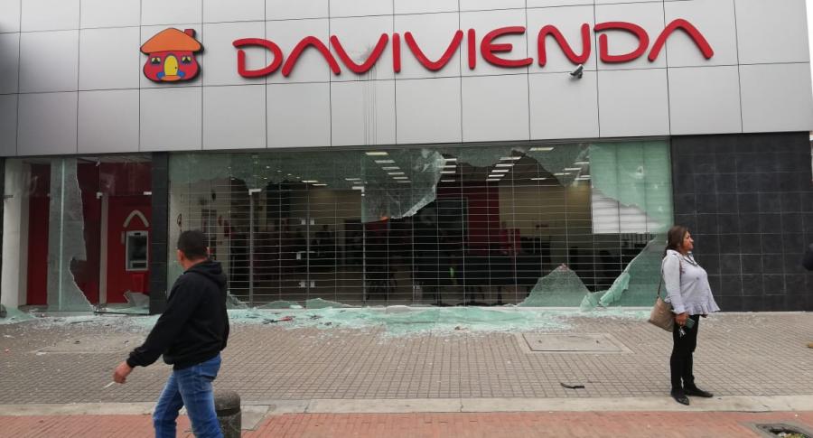 Banco Davivienda destruido en paro nacional del 21 de enero