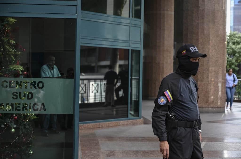 Encapuchados allanaron oficina de Juan Guaidó