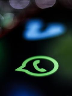 Vea si su celular ya tiene disponible el nuevo modo oscuro de WhatsApp