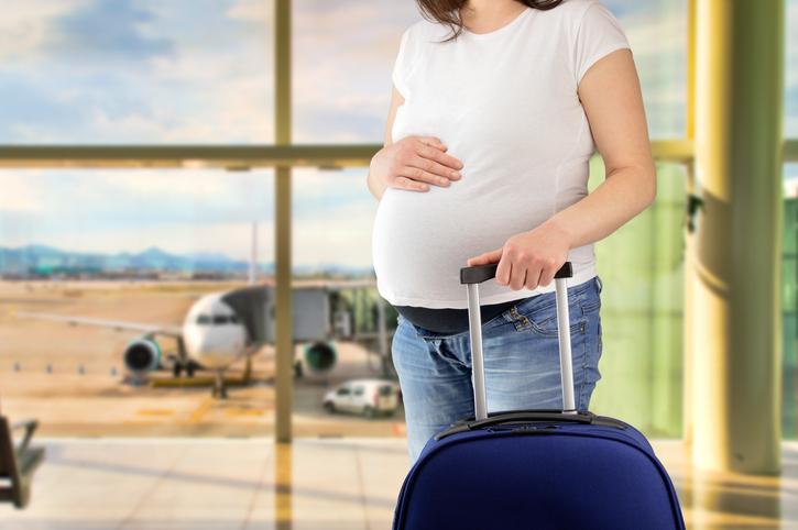 Embarazada en aeropuerto