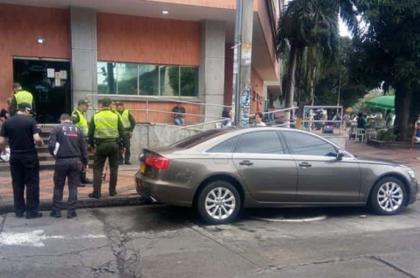 Carro Audi en el que se movilizaba la pareja de esposos y en el que fueron atacdos a disparos