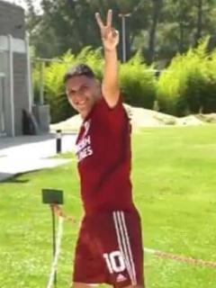 [Video] El 'gol olímpico' de Quintero en cancha de 'banquitas' entrenando con River