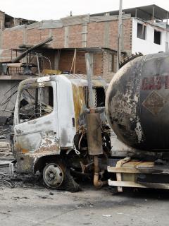 [Video] Momento de grave explosión de camión en Perú: un hombre y dos niños murieron