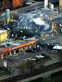 Grave explosión en Houston (EE. UU.) deja 2 personas heridas y decenas de casas afectadas