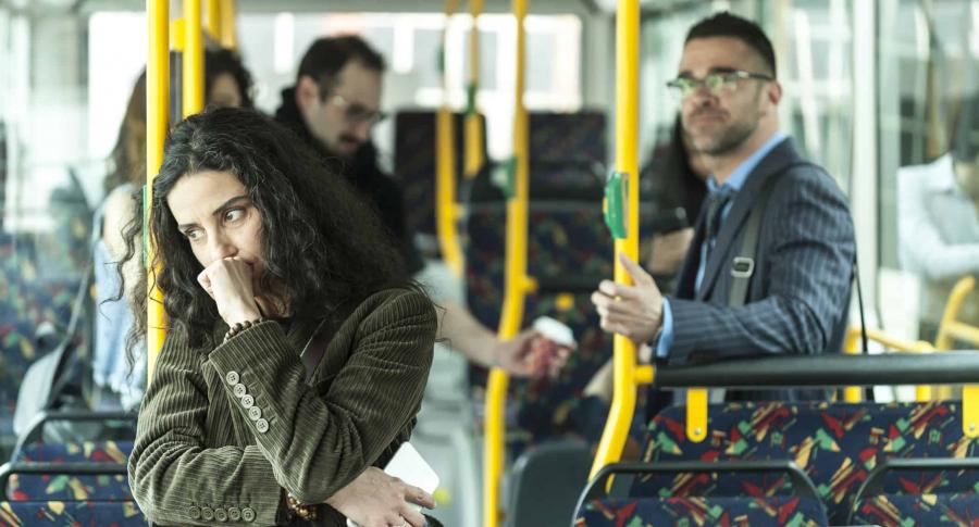 Gente en transporte público