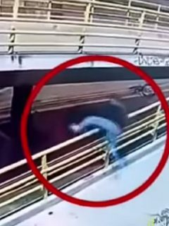 [Video] Ladrón 'voló' desde un puente para robarse una bicicleta, en norte de Bogotá