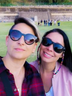 Camila Chaín y su esposa se convertirían en madres; la locutora estaría embarazada