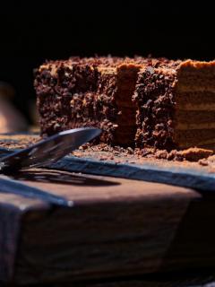 Muere mujer durante concurso de comer pasteles de chocolate, en Australia